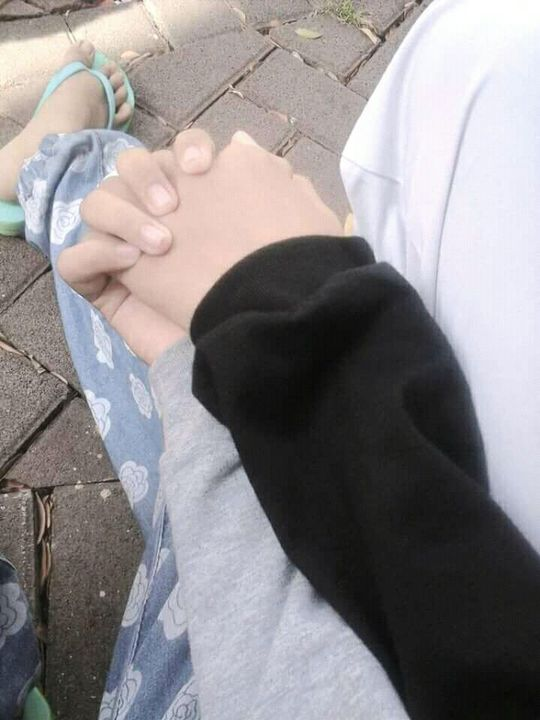 Gambar Romantis Pegangan Tangan Nusagates