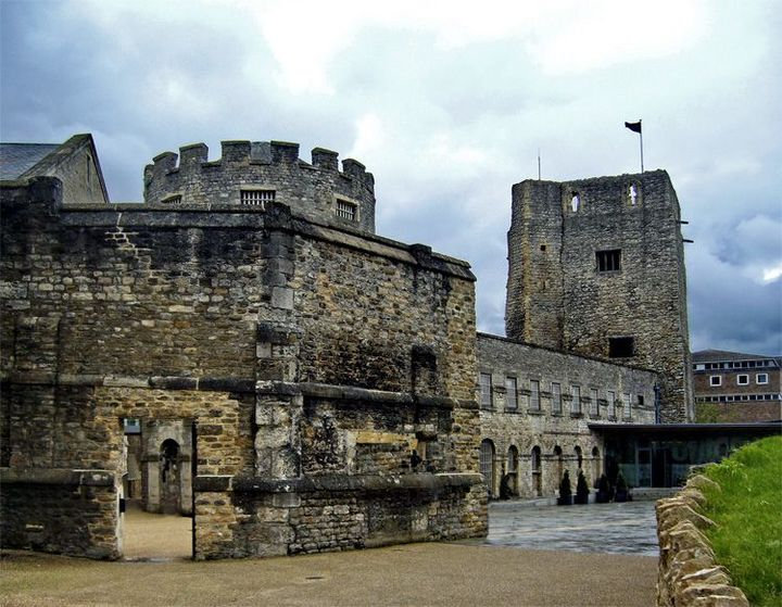 As they walked from the station and into the town, Harold pointed to Oxford Castle when it came into view