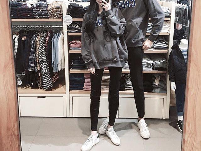 Tunggu, kapan Chanyeol ganti sepatu? batin Wendy karena melihat dari atas ke bawah dirinya dan Chanyeol benar-benar seragam seperti pasangan asli yang sedang berkencan