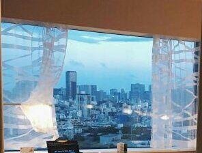 Khách sạn của JK và JM ở chỉ có một giường và cửa của phòng tắm là kính trong :)) ý là khi các JK hoặc JM tắm trong đó, hmm hoặc hai người tắm chung cũng không tệ =)) Anyway, Thì người còn lại phơi dáng nàng tiên cá ở giường ngủ có thể nhìn thấy t...