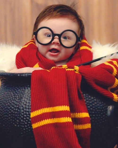 @lilypotter Harry James Potter, born on July 31, weighing 5 pounds and 8 ouncestagged; @jamespotter