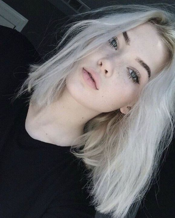 nova gray - babygirl (character from my previous book 'babygirl)age - 19