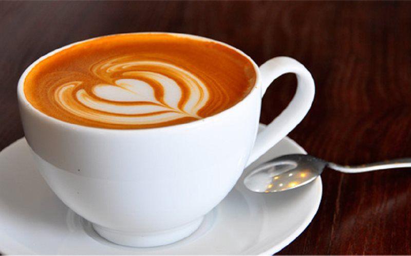 Để hoàn thiện khẩu vị, người ta thường rải lên trên tách cà phê cappuccino một ít bột ca cao và/hay bột quế