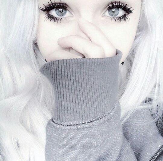 Risultati immagini per ragazze tumblr capelli bianchi