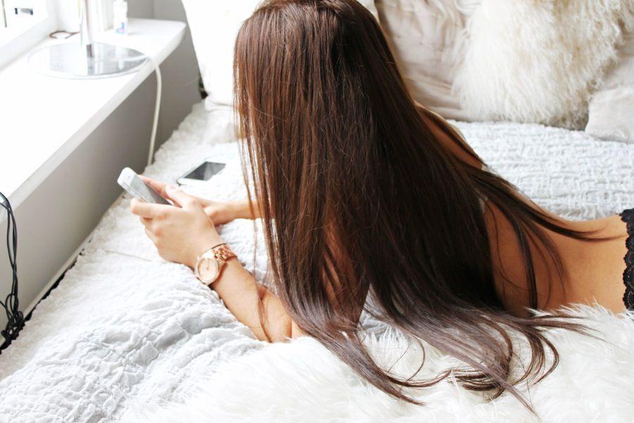 фото брюнеток с длинными волосами на природе