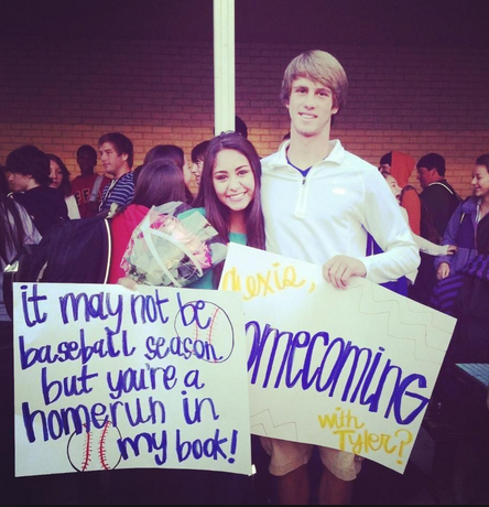 dBarry: homecoming with this jerr bear 💙