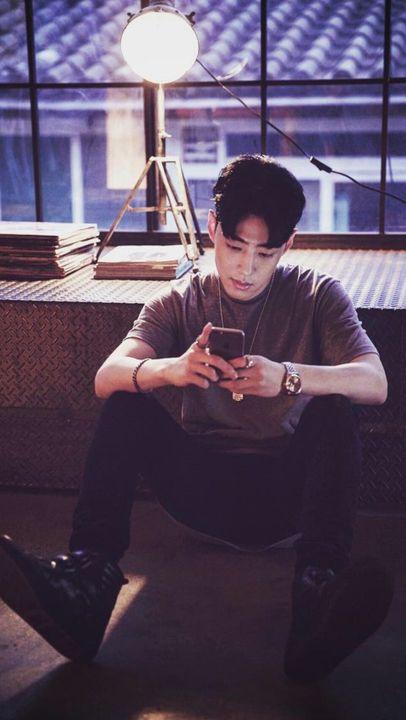 °Cuando está lejos de ti, se la pasa casi a todas horas escribiendo contigo, por lo que se la pasaría las 24/7 pegado a su celular esperando que escribas