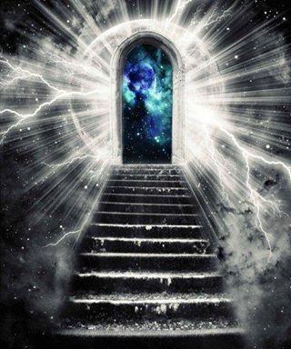 Puede ver que estábamos sobre unas escaleras, frente a éstas, otro Eluvian, pero éste estaba frente a una Luna, rodeado de rayos radiantes y a mis costados, el abismo, la nada misma