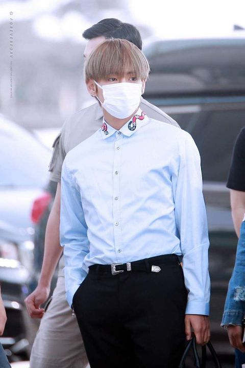 Taehyung put on a small fashion show before deciding on an also white shirt (but Gucci so, like, million times better!)