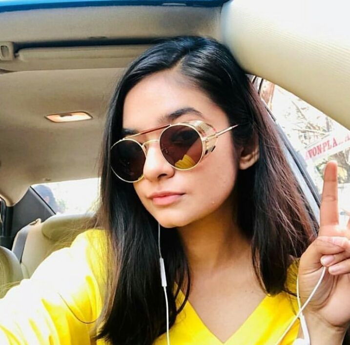 Naughtiest girlLoves teasing othersLoves makeupSlang language userCousin sister of AvneetBest friends: Roshni and AnushkaIs in a relationship with Raj Anadkat but both have decided to keep it a secretNickname: Aashu