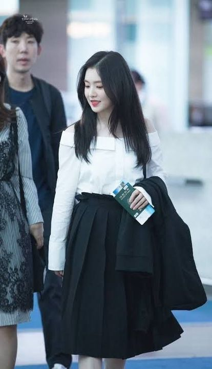"""Irene-sshi, what did I told you about respect?"" I tried to act strict to scare her"
