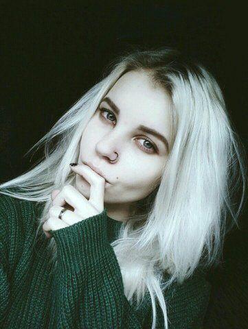 Девушка 19 лет с темными волосами