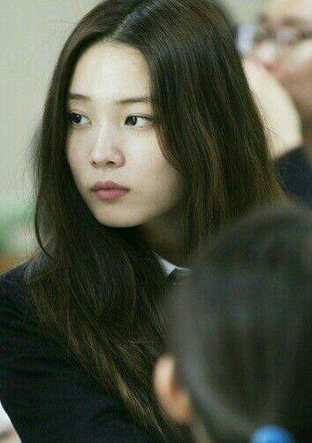 Sementara Kim Jiwon, aku tidak begitu tahu tentangnya tapi dia adalah sahabat Sohee sunbae