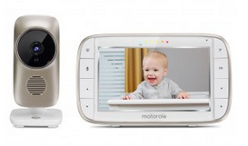 Solo a lui poteva venire in mente di utilizzare un baby monitor con una bambina così grande, con l'unico scopo di avere più privacy per noi due e potere chiudere le porte delle camere