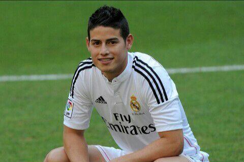 @Labouffeusedumacdo14 je te présente ton marie 23 ans joueurs colombien joue aussi au réal Madrid il a une magnifique petit fille voila james Rodriguez :
