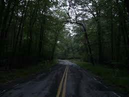 Er is zelf sprake van een geesttrucker die mensen achtervolgd en dan verdwijnt aan het einde van de weg
