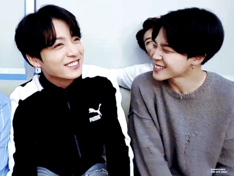 JUNGKOOK watch me introduce my world to my best friends for half an hour 😍