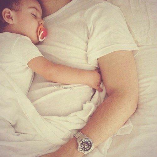 Elrubiuswtf: llegar y ver a estos dos dormidos así 