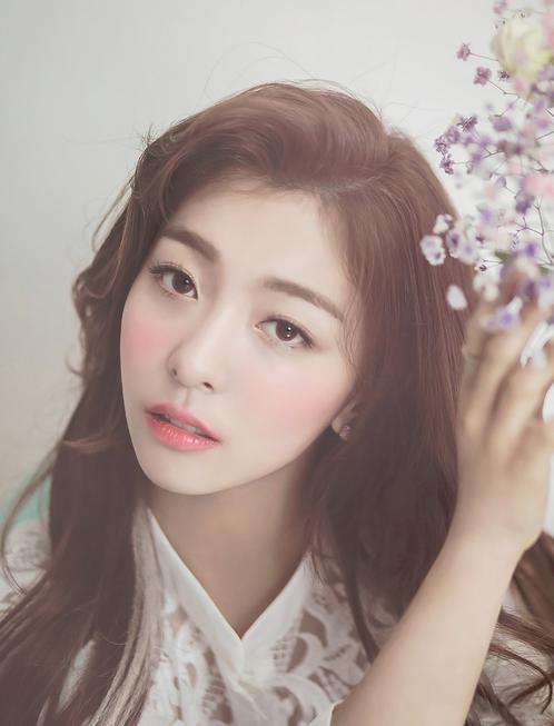 Nome artístico: LunaNome verdadeiro: Park Sun YoungAniversário: 12/08/1993Altura: 1,63Posição: Vocalista principalCuriosidade: É perfeccionista, quer ser atriz e toda a sua família é envolvida com música