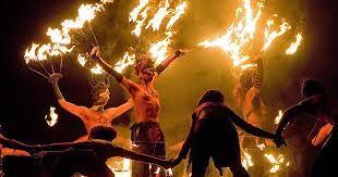 Gaela, dejándose llevar por los espíritus de la noche de Beltane, decidió saltar una de las hogueras más altas, cuyo fuego ya alcanzaba al Saol Eile