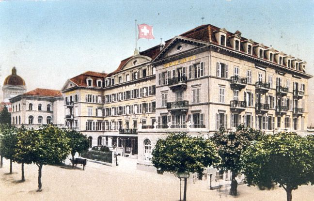At ten past five, David and Maria arrived in Bern and located Hotel Bernerhof