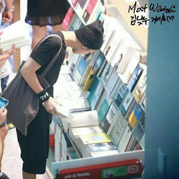 Namjoon sudah tau tempat yang biasa kita gunakan di library toko ini