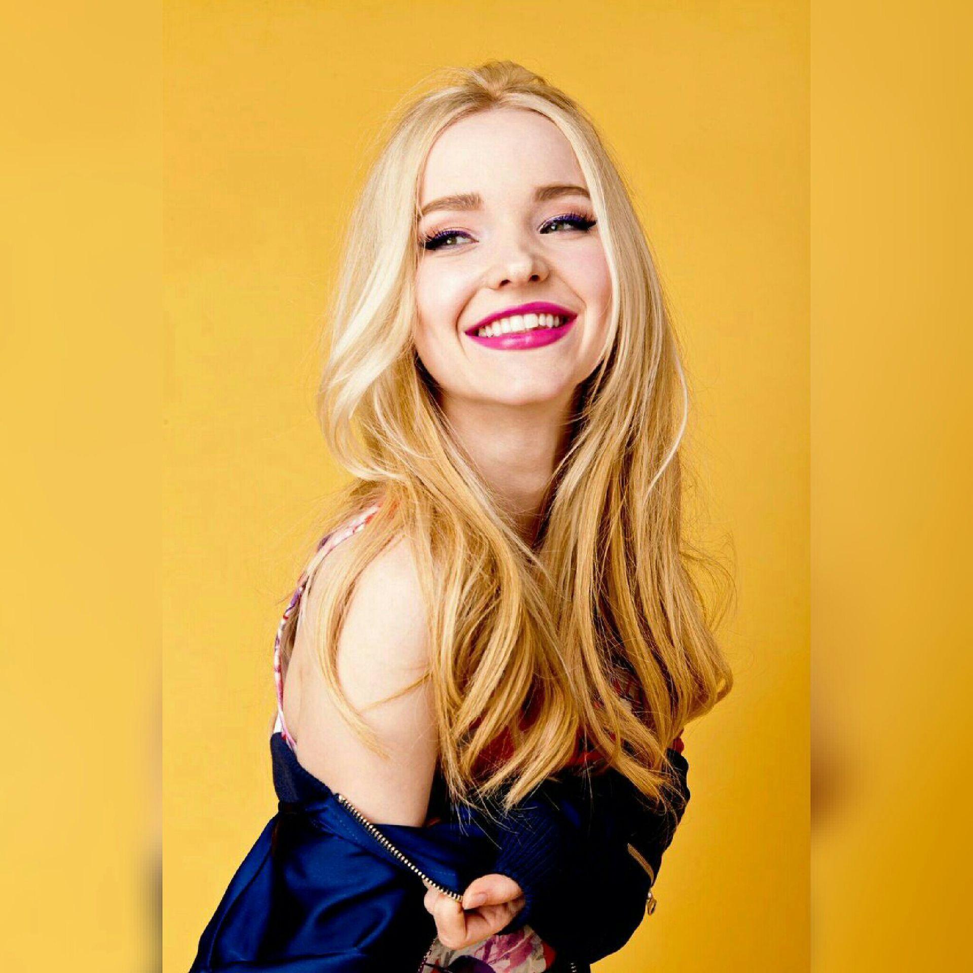 🔹Dove Cameron como Hannah Maslow