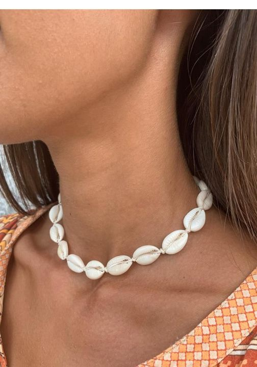 Things You Need to Become a vsco Girl - Shell and Pearl Necklaces