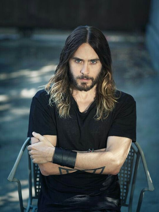 É um ator e cantor nascido no dia 26 de dezembro de 1971 (46 anos) em Louisiana, EUA