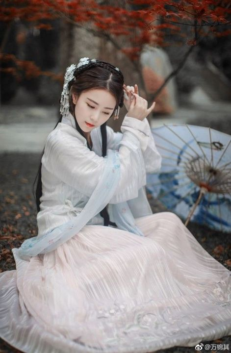 Birth Name: Li DongSkills: Sword FightingCrush: Lan Xichen