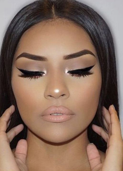 *i know the 2nd pic doesn't look like her but I'm just trying to show an example of the makeup look*