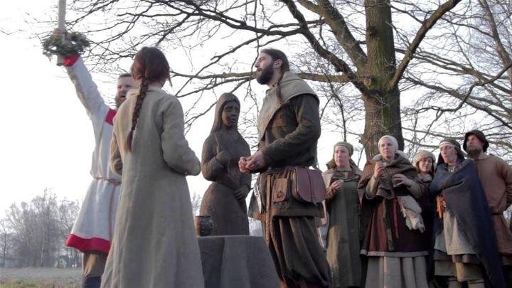 Właśnie nadszedł czas na omówienie przebiegu Swaćby i kilku zwyczajów ślubnych