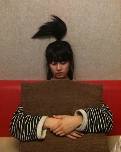 Taehyung tertawa geli melihatnya, apalagi saat melihat rambut yeoja itu yang berdiri keatas