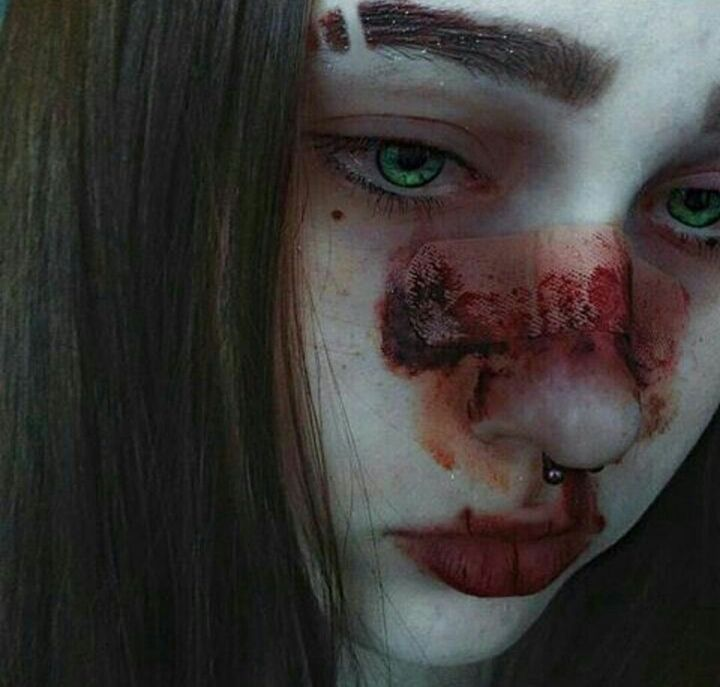 Картинки девушка с разбитым лицом