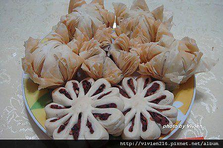 [1] Baihe su ( 百合酥 ) – lily pastries