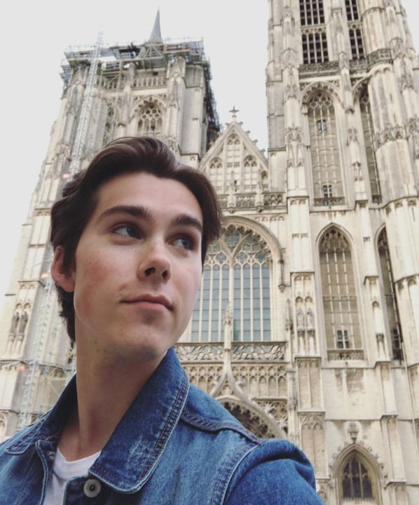 sebblue: No, I was not in a different country recently! In 8th grade they planned a big trip to Europe and early in my sophomore year we got to go 🤙