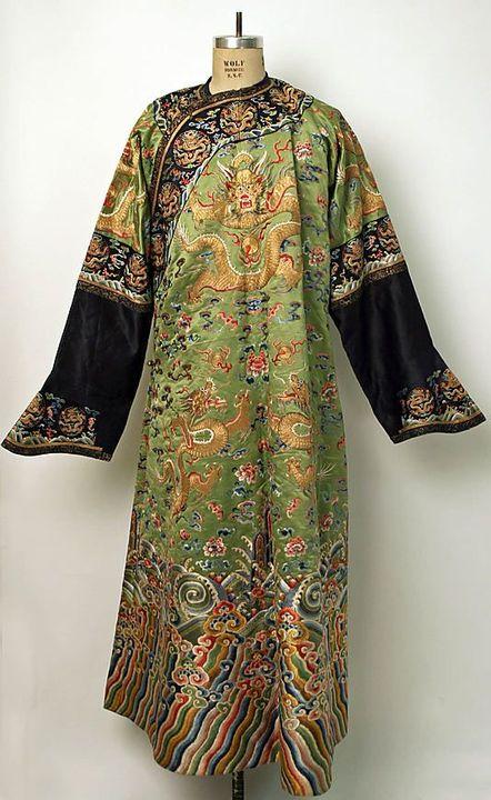 [1] Cháng páo( 长袍 ) - traditional Chinese men's long robe