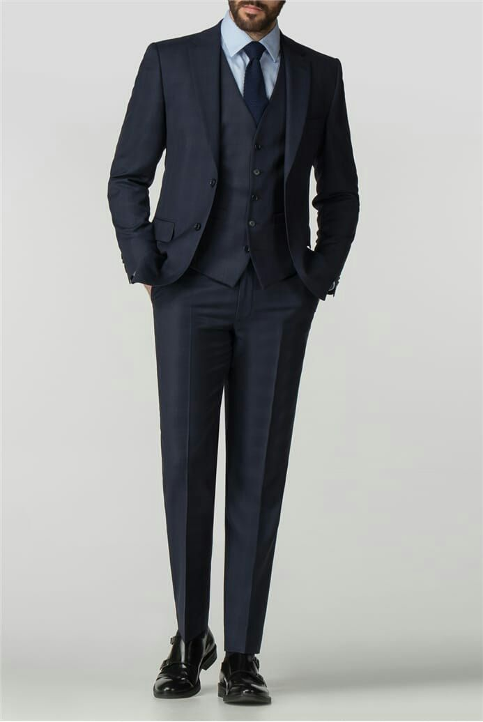 Savile Row là một con phố ở Mayfair trung tâm London nổi ting với nghề may truyền thống dành cho nam giới là thánh địa của những bộ suit độc bản bespoke kiểu tiệm may trong Kingsman á thợ may sẽ đo riêng và may riêng trang phục cho từng k
