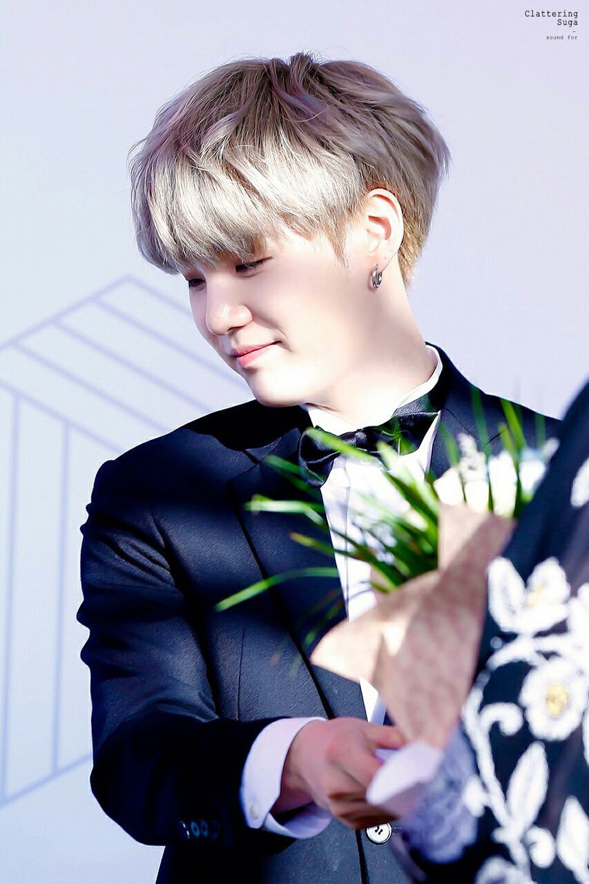 22 years oldMale ♂Blond hair and 1,76m tallCEO from his companyFriendly inside but first he is a little bit coldLoves Tea and flowersGay/Hetero