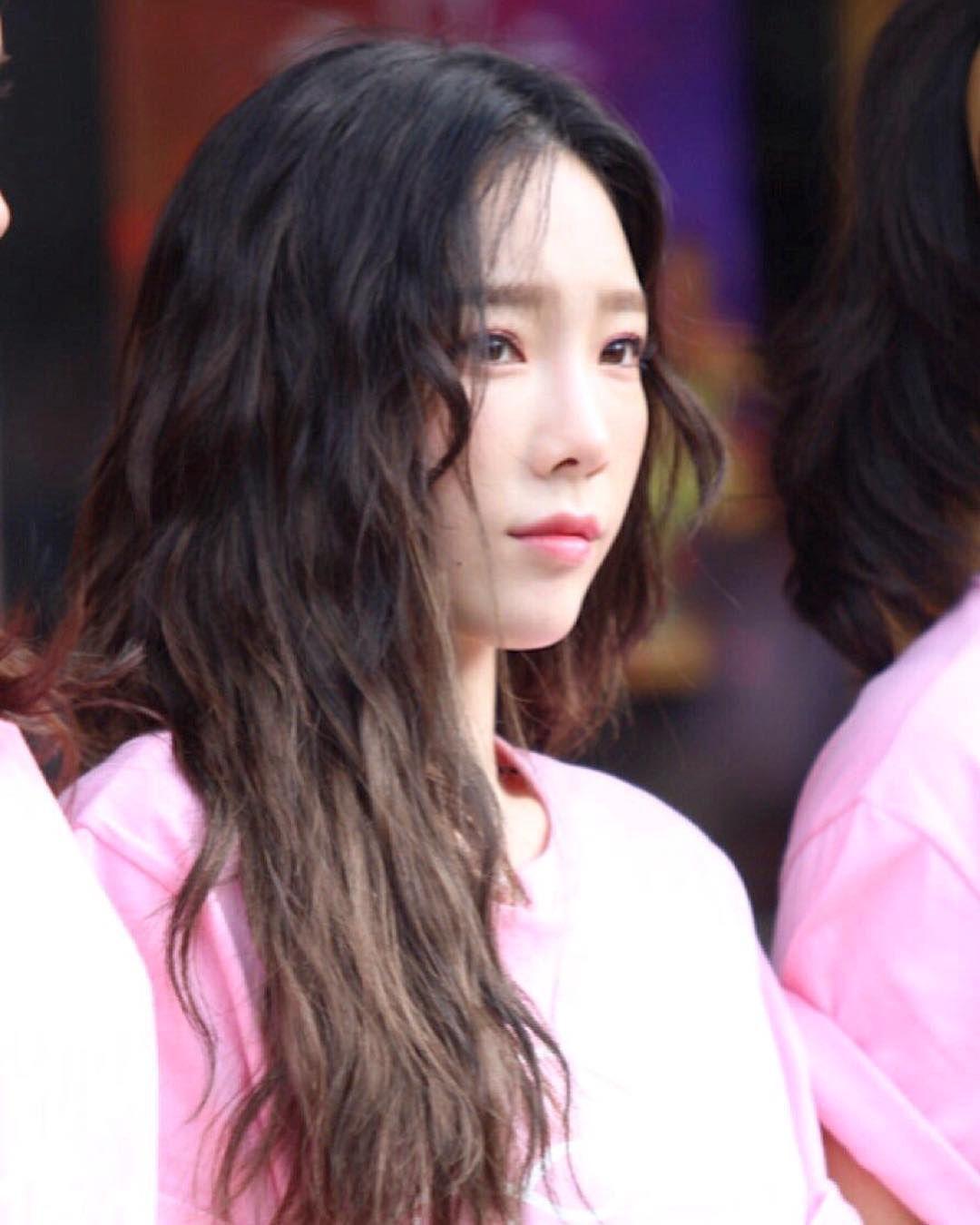 Hingga Jiyong memutuskan untuk mengalihkan tatapannya dari wajah cantik gadis itu