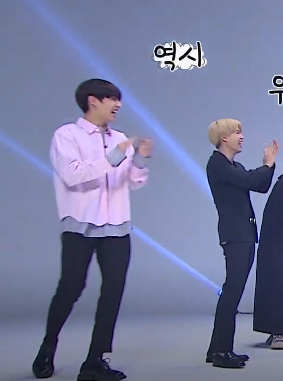 Oh my god guys :< They r clap hand at the same time :< LẠY TRÚA