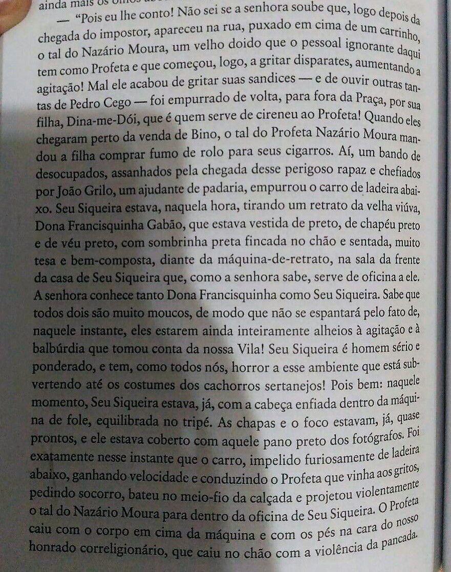 De fato, a ambientação da história é em Taperoá também, e o próprio João Grilo, herói do Auto da Compadecida, faz aparições discretas duas vezes no livro, uma delas em um episódio digno de nota que eu reproduzo aqui para quem tiver paciência de ler: