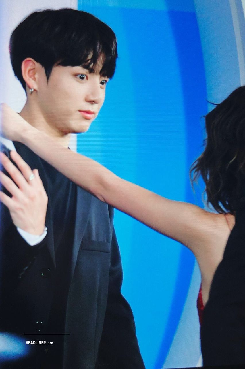 HIS FACE LIKE : &quot;DONT TOUCH ME BITCH PLEASE :<&quot; &quot;GET OUT !!!!!! MY BABY WILL JEALOUS !!!!&quot; &quot;JIMININE HELP ME !&quot; &quot;AAAAAAAA MỊ BỊ QUẤY RỐI TÌNH DỤC :<&quot;