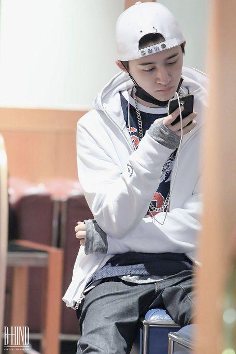 °Querría estar escribiendo contigo todo el tiempo por lo que es muy normal que a veces se pierda y lo chicos lo encuentren en otra sala enfrascado en su celular