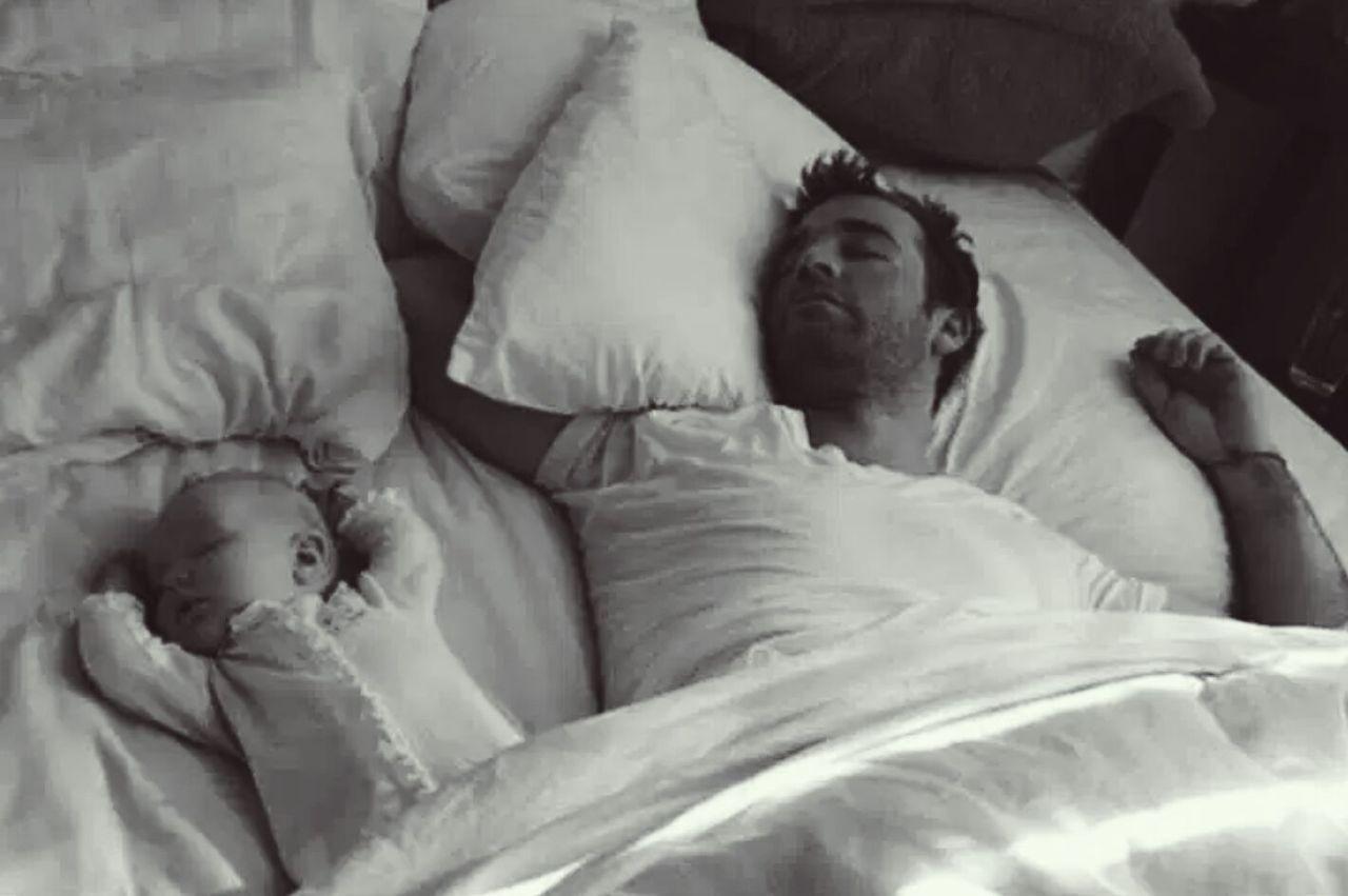 Сын тырахнул спящего сына