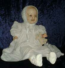 Ze dacht dat haar pop iets te maken kon hebben met de paranormale en onverklaarbare gebeurtenissen dus besloot ze om in 1991 Mandy weg te schenken aan een museum