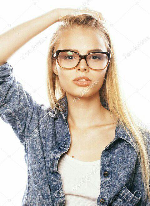 Teen babe Tatiana Kush looks so cute and innocent in glasses № 39292  скачать