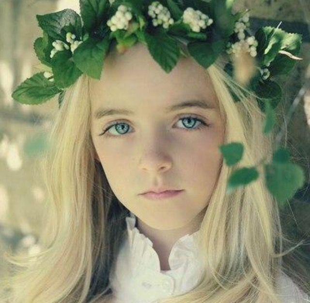 Millie bobby brown as Sasha Lincoln (Ezras sister)
