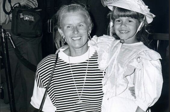 (Judith and Maria, at a movie premiere for Jaws: The revenge)